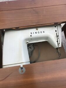 Antique Singer Sewing Machine Table With Machine $30.00