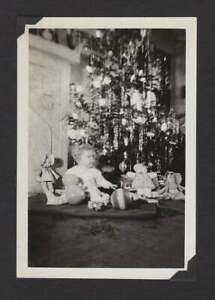 BABY UNDER XMAS TREE DOLLS BALL TOYS TINSEL OLD VINTAGE PHOTO SNAPSHOT B248 $6.99