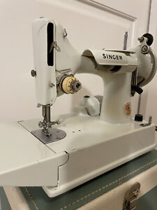 1975 Singer 221K Featherweight Portable Electric Sewing Machine Great Condition $556.00