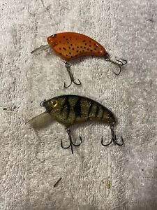 2 hand made crankbait old fishing lures 9