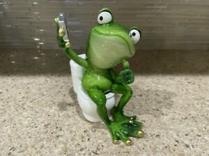 Frog on toilet taking selfie poly resin 7quot;H