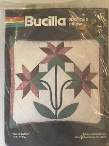 """VTG Bucilla Applique Pillow Pre Quilted Kit 40119 Red Green Flowers 16"""" Sq NEW $11.90"""