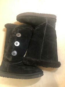 UGG Australia K Bailey Button Triplet used Boots Size 6W