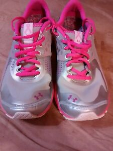 Under Armour size 8.5 women breast cancer running jogging walking