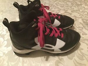 Under Armour shoes-Boys-Size 1Y-black&white footballsports athletic cleats
