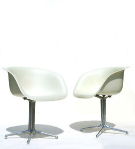 CHARLES EAMES shell chair Herman Miller White fiberglass 50s 60s design