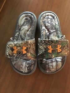 Boys Youth Under Armour Slide Sandals Camo Size 1