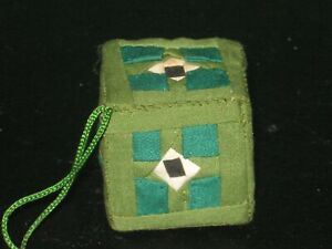 HANDMADE CHRISTMAS ORNAMENT QUILTED BOX GREEN amp; WHITE 1.25quot; CUBE GOOD PREOWNED $2.99