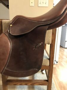 Used Ovation Competition Show Jump Saddle 18