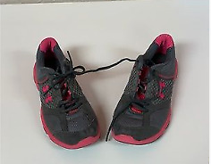 Under Armour shoes kids 4y $19.99