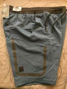 UNDER ARMOUR HEATGEAR TECH FITTED CARGO SHORTS SIZE XL MEN NWT $80.00 $54.99