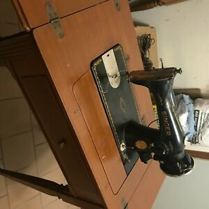 1938 Singer 15 91 Sewing Machine Fully Functional  In Sewing Cabinet Table $200.00