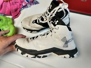 Boys Under Armour Basketball Shoes, 4.5y $18.00