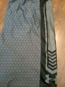 under armour black & grey with catacomb design mens large shorts $5.50