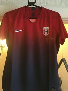 Norway football shirt Womens BNWT NIKE Breathe medium and small size available GBP 28.95