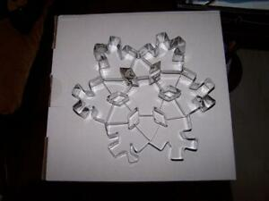 NEW WILLIAMS SONOMA SNOWFLAKE COOKIE CUTTER 8.5quot; CHRISTMAS COOKIE CUTTER $10.00
