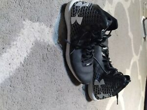 Black and White under armor shoes Mens size 5.5 $12.00