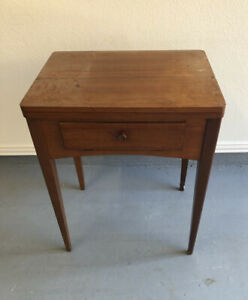 VINTAGE SINGER SEWING MACHINE RARE FOLD UP TABLE. $110.00