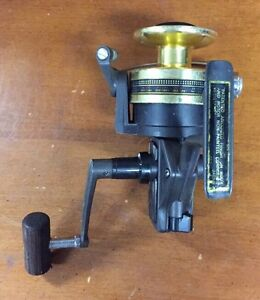 Daiwa Black Gold Spinning Reel  BG-30  Good Condition