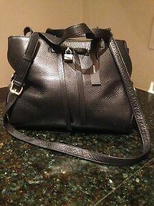 Donna Karan (DKNY) Designer Bag (shoulder black brand-new)