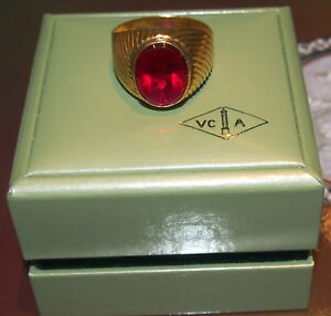 VAN CLEEF 18K GOLD & RED STONE - FULLY SIGNED VC -ORIGINAL BOX- GORGEOUS DESIGN