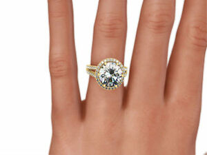 DESIGN 3.00 CARAT D VS1 ROUND DIAMOND SPLIT-SHANK 14 K YELLOW GOLD RING