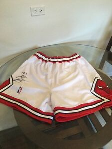 Chicago Bulls Nike Authentic Team Issued White Shorts Signed Eddie Robinson