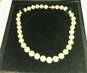 Ladies pearl necklace 18 inch choker 14 kt clasp with diamonds