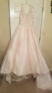 LIMITED EDITION Vera wang white wedding dress size 6Blushoyster