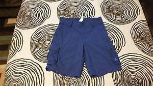 PRE-OWNED BOY'SYOUTH UNDER ARMOUR BLUE GOLFCASUAL CARGO SHORTS SIZE MEDIUM