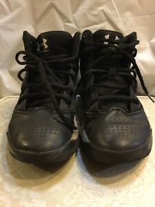 BOYSGIRLSYOUTH UNDER ARMOUR BASKETBALL SHOES SIZE 5Y UNDER ARMOUR