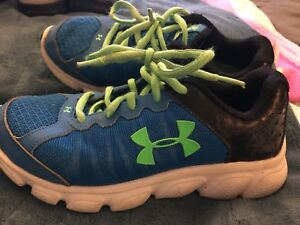 Under Armour Boy's Size 12 BlackBlue Sneakers