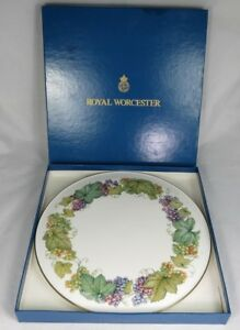 Royal Worcester Vine Harvest Flat Cake Cheese Plate Gold Trim 11