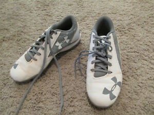 Under Armour Charged youth boysgirls baseball cleats size 4y