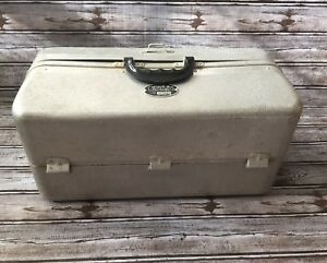 UMCO Corp Vintage Metal Tackle Fishing Box Model 1000AS