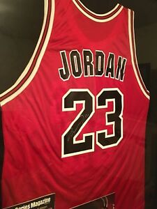 Michael Jordan Signed Chicago Bulls Jersey + Collectors Magazines-FREE SHIPPING