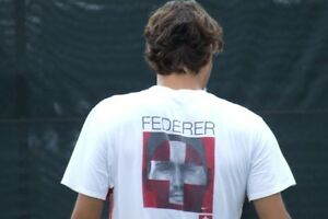 Roger Federer Tennis T Shirt Men's M Nike Dri Fit RF Swiss Cross Photo Tee New