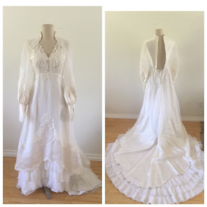 70's Vintage Boho Long Sheer Sleeve White Wedding Dress - Size Small - 25