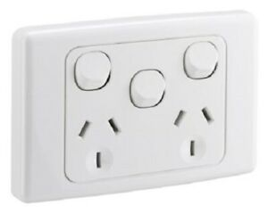 Clipsal 2000 SERIES TWIN SWITCHED SOCKET 10A 250V 3 Pin Flat Extra Switch WHITE