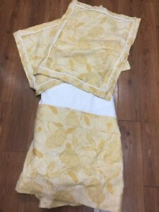 BEDSKIRT TWIN AND SET OF 2 SHAMS STANDARD CUSTOM MADE GOLD LARGE FLORAL WHITE