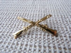 US ARMY INFANTRY GOLD CROSSED RIFLES  MEASURES 1 &1/2 INCHES WIDE HAT PIN