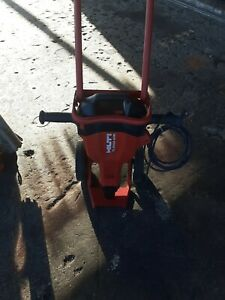 Hilti TE 2000-AVR Demolition JackHammer Breaker Demolition Hammer TE 3000