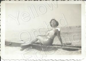 1949 Photo Pretty Young Women In 2 Piece Bikini Rockaway Beach Queens New York