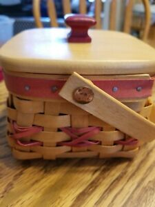 Longaberger basket with lid 2000 Red weave protector and tie on $32.99