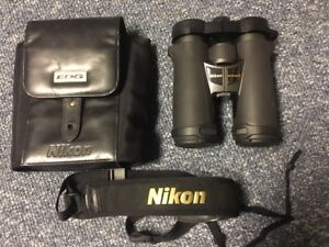 Nikon EDG 10 x 42 Binoculars Made in Japan - Pristine Condition