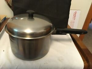 Sauce Pan With Lid  2 Quart Unbranded 5 Inch Handle Used