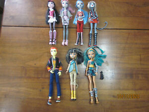 7 Monster High dolls w full outfits amp; all feet and hands $90.00