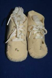 Vintage Wool Felt Baby Shoes Embroidered Infant Ivory 1950s $14.95