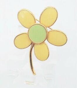 VINTAGE SIGNED ART DAISY FLOWER BROOCH PIN YELLOW GREEN GOLD TONE SPRING $22.00