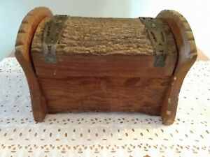 Vintage Wooden Sewing Box amp; Accessories $12.99